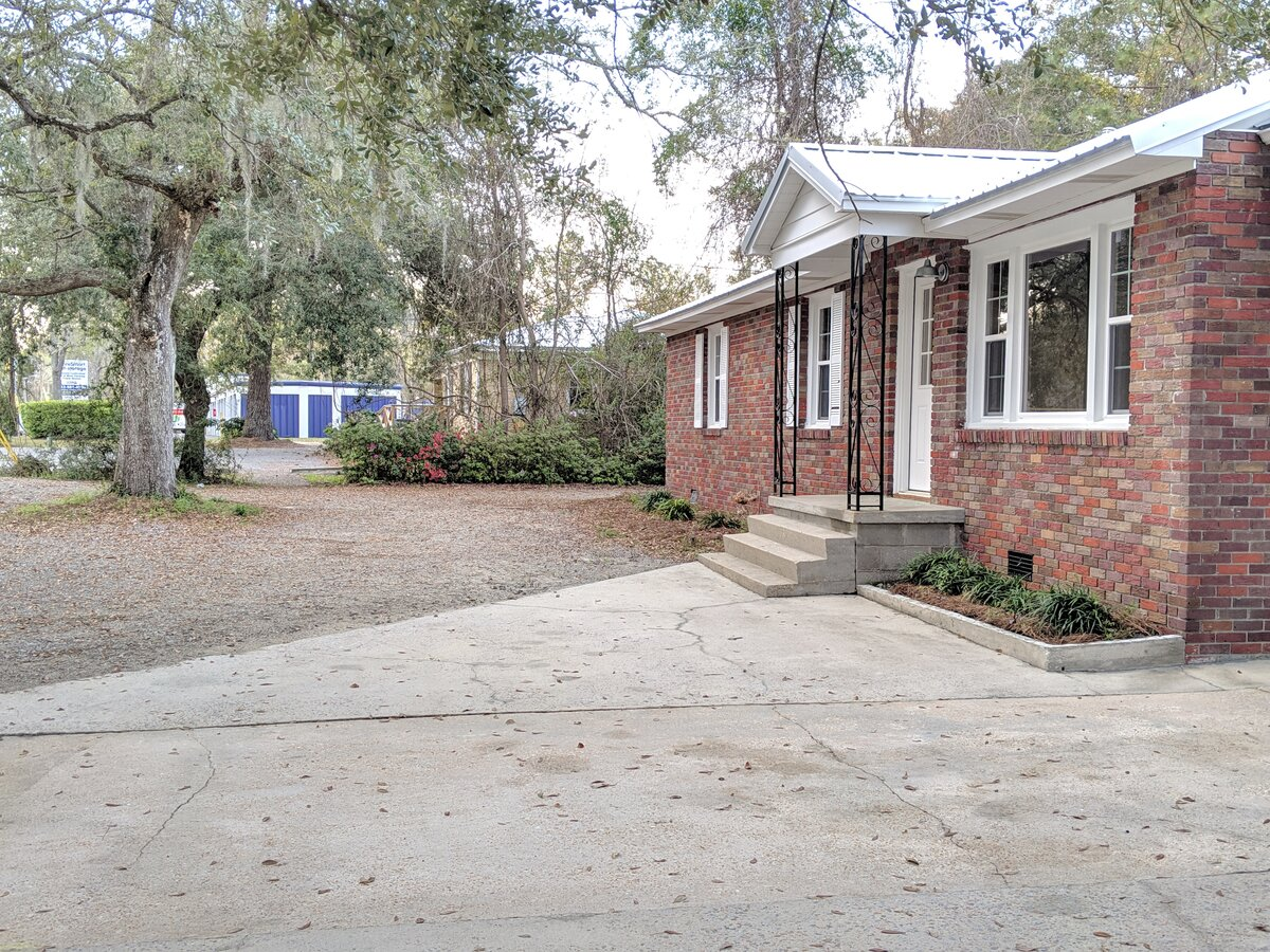 1064 Clements Ferry Rd Wando, SC 29492