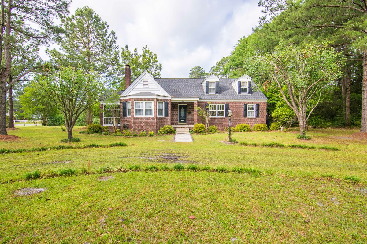 602 W 5th N St Summerville, SC 29483
